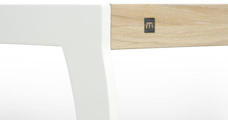 Zbliżenie łączenia nogi i blatu w stole UP2U z nogami glam w kolorze biały mat. Miloni.pl