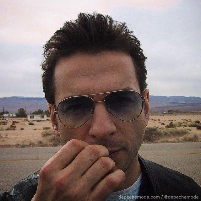 Дэйв Гаан в очках Aviator. Солнцезащитные очки легендарных Depeche Mode на OptiX.su. #depechemode, #sunglasses, #aviator, #дэйвгаан, #знаменитости