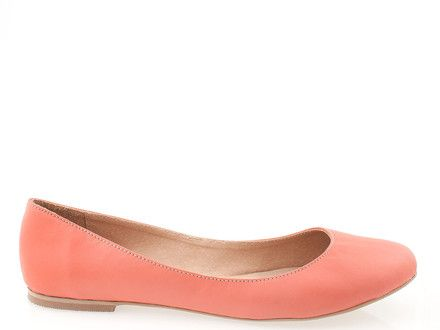 Classic women shoes in coral color- they fit to spring and summer outfit!