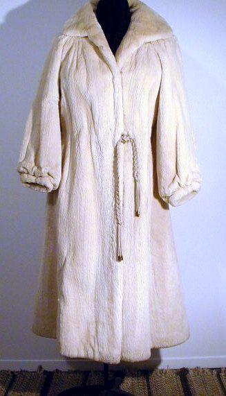 Sheared beaver fur coat. Manteau de castor rasé.