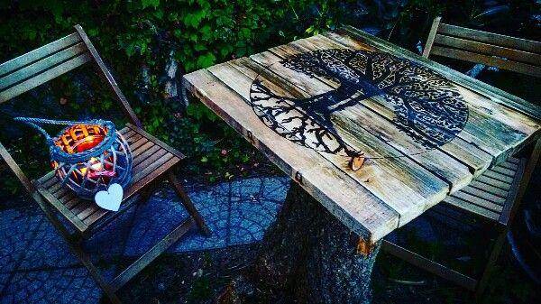 Tavolino inciso con pirografo