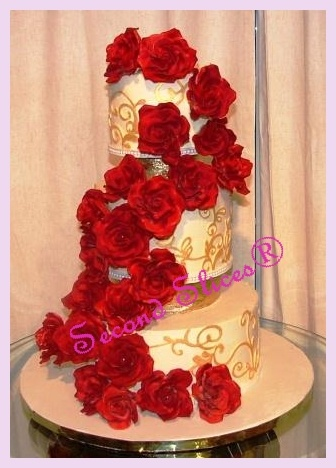 red roses and gold wedding cake from www.secondslices.ca
