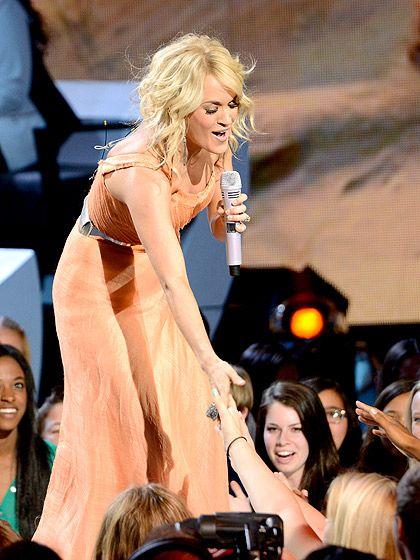 Carrie underwood upskirt on american idol