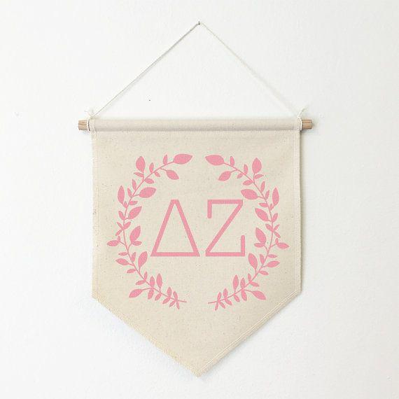 Delta Zeta Wreath Wall Banner ΔΖ / Sorority Wall Hanging, Sorority Gift, Greek…
