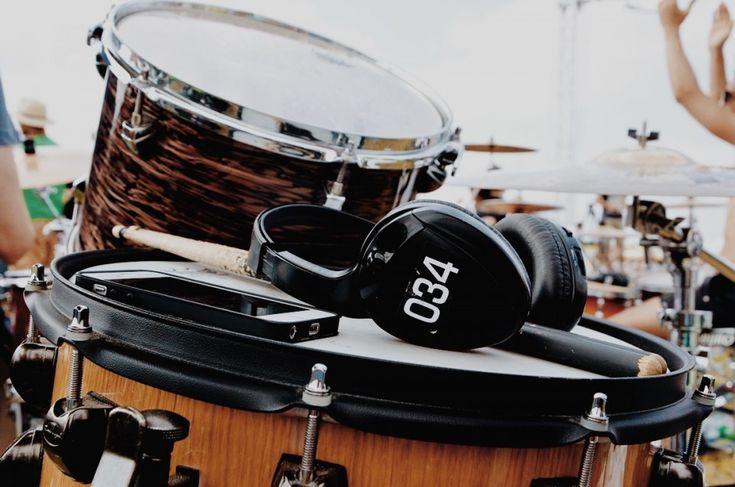 Matteo Canali (Ghost Mantra) - Fotografie di Chiara Arrigoni delle grancasse dei batteristi del Rockin' 1000 a Cesena, luglio 2015. Scopri le batterie...