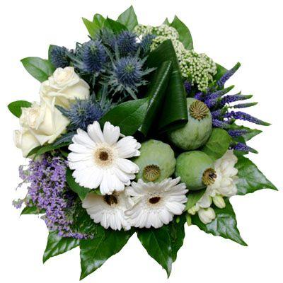 Boeket 'Blue and White'  Perfect gearrangeerd groepsboeket in blauwe paarse en witte kleuren. In dit groepsboeket zijn o.a. Gerbera's Rozen blauwe Distels en andere bijpassende bloemen geschikt.  EUR 34.95  Meer informatie  http://ift.tt/2948QIW #bloemen
