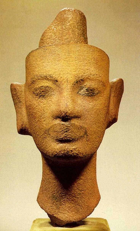 незаконченная голова нефертити. Зрелая Амарна. Скульптор Тутмес