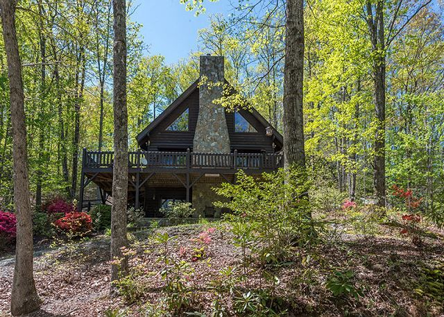 Eagle S Nest On Lake George In 2020 Pet Friendly Cabins Lake George Cabins Beautiful Cabins