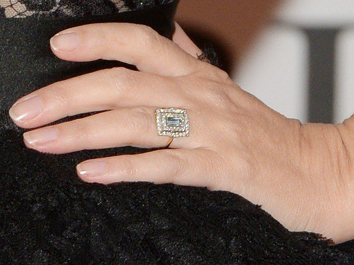 Kylie Minogue shows off her engagement ring
