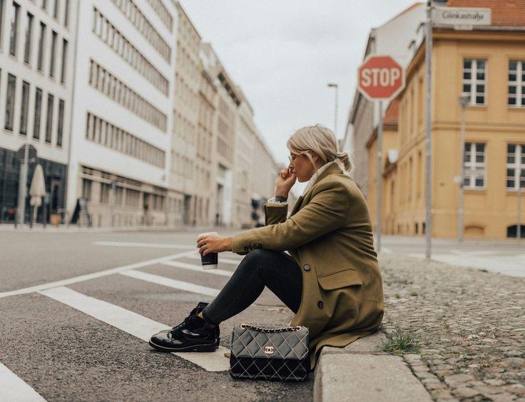 OUTFIT-Grüner-Mantel-Vintage-Chanel-Tasche-Boots-Trendfarbe-Greenery-modeblog-fashionnblog-fashionzauber-aline-kaplan-10