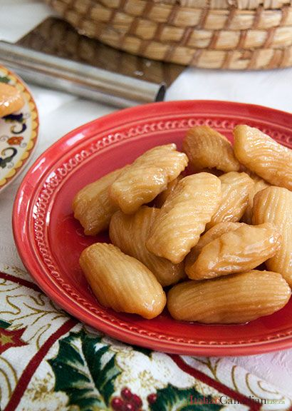 A different take on Turdilli, an old Italian/Calabrese recipe for Christmas cookies. The recipe for turdilli di Paolina www.anitaliancanadianlife.ca
