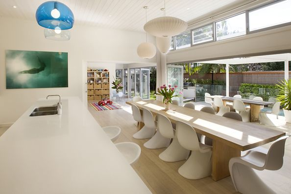 According to designers Sanctum Design , this beautiful 1950′s inspired beach house in Manly was designed to c...