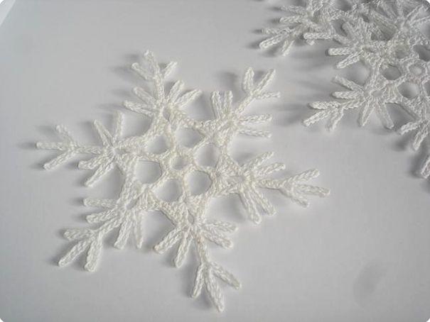 Ручная работа Ажурные вязаные снежинки крючком, новогоднее украшение