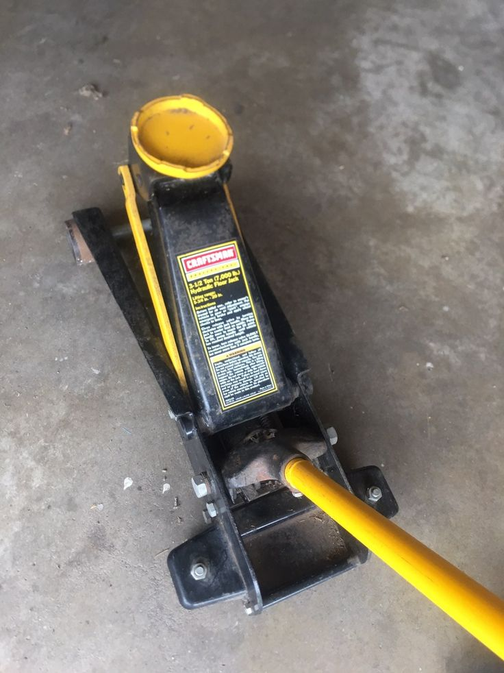 Heavy duty 3 1/2 ton floor Jack. Great condition and