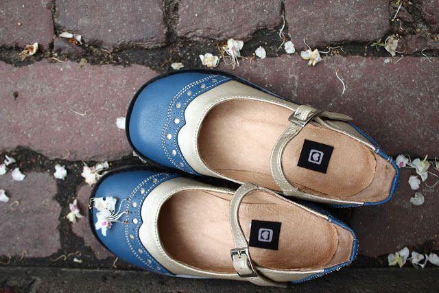 A me piace quando i bambini fanno i bambini.  E adoro le scarpe da bambino, quelle bon ton di altri tempi.  Se poi sono impreziosite da a...