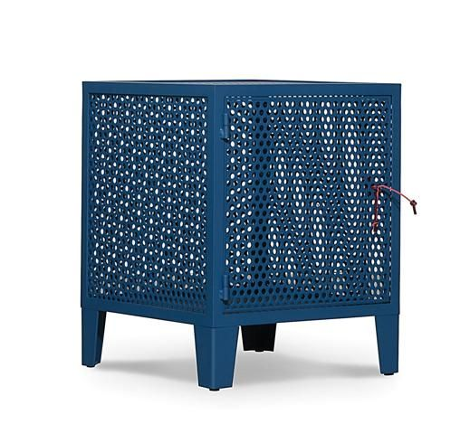 Baxter, comodini e contenitori Industrielle, design Paola Navone; comodino da 730 euro, contenitore da 1.885 euro, armadio da 1.950 euro