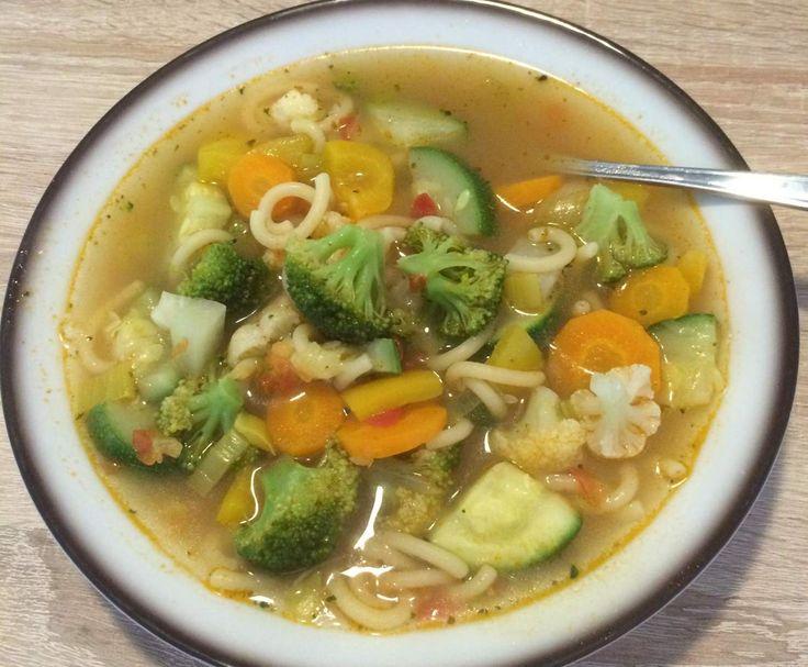 Rezept schnelle Gemüsesuppe mit Nudeln von Lanox - Rezept der Kategorie Suppen