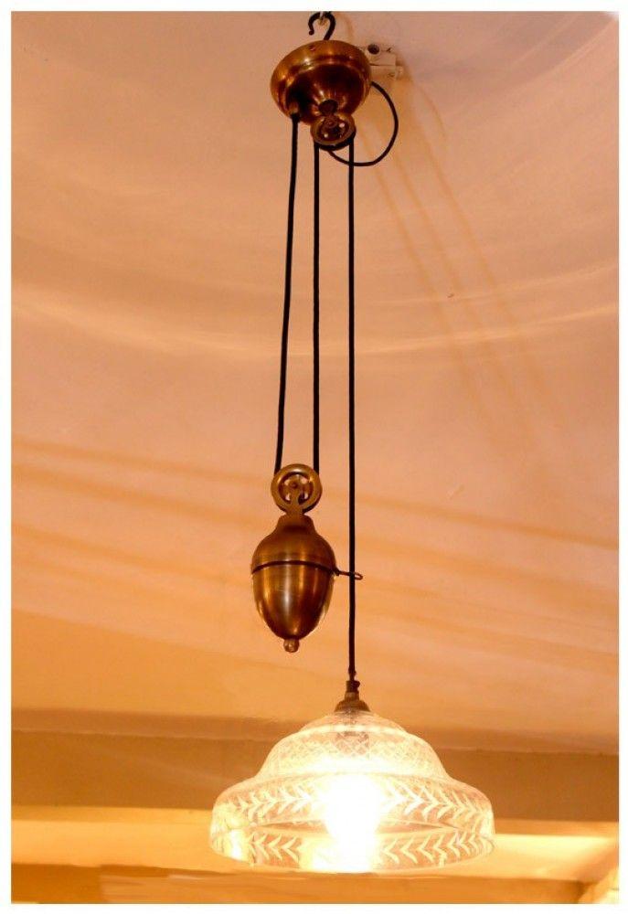 מנורת משקולת עם זכוכית מעוטרת
