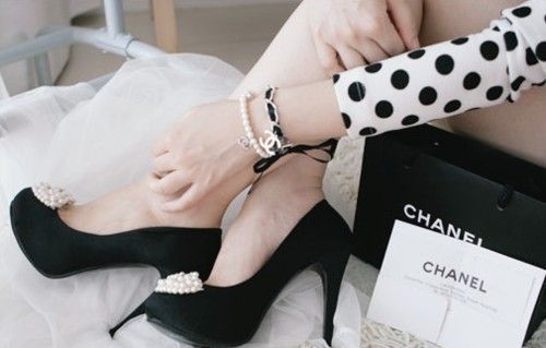 chanel, chanel, chanel!: Coco Chanel, Polka Dots, Pearls, Black White, Pump, Chanel Shoes, Chanel Black, Polkadots, Cocochanel
