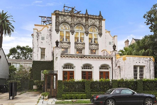 Go Inside Beyoncé & Jay Z's New Orleans Home #refinery29  http://www.refinery29.com/2016/05/112347/beyonce-jay-z-new-orleans-home#slide-1  This is the house that Carter-Knowles built....