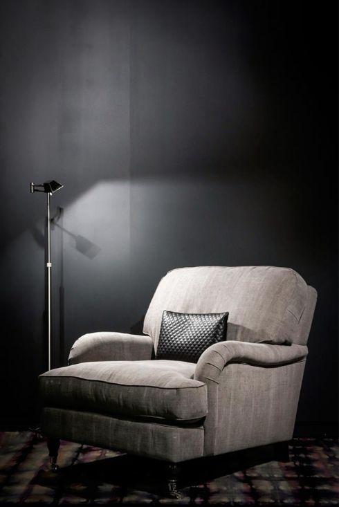 Onze Tropical fauteuil (en bank) is afgeleid van de nonchalante oude Engelse banken en fauteuils. Een ruime sportieve luie stoel om heerlijk in te wonen!