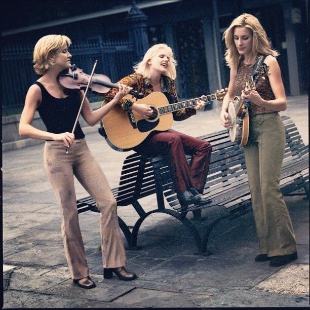 """( BEAUTIFUL COUNTRY MUSIC ♪♫♪♪ 2016 ★ DIXIE CHICKS """" Country pop / pop / country / soft rock / alternative country / folk / bluegrass """" ) ★ ♪♫♪♪ Natalie Louise Maines - Monday, October 14, 1974 - 5' 3"""" - Lubbock, Texas, USA. ★ ♪♫♪♪ Emily Robinson (Emily Burns Erwin) Wednesday, August 16, 1972 - 5' 9"""" - Pittsfield, Massachusetts, USA. ★ ♪♫♪♪ Martie Maguire (Martha Elenor Erwin) Sunday, October 12, 1969 - 5' 8"""" - York, Pennsylvania, USA."""