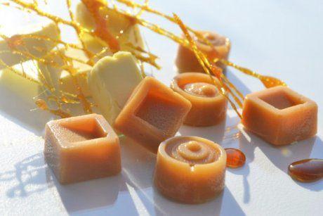 Exzellente Butter-Karamellbonbons sind raffiniert in der Zubereitung und schmecken vorzüglich. Ein Rezept für jede Rezeptsammlung.