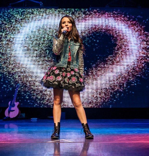 "Larissa Manoela apresenta nova turnê em SP: ""Muito feliz"""