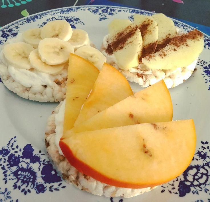 Breakfast • gallette vegan semi e legumi gluten free con yogurt greco fage cocco e frutta 37,6c 5p 2,8f 189k #sapermangiare #mangiarelight #mangiarebene #essereadietanonvuoldirefarelafame #fitbreakfast #fitmeals #fitfood #fitfooddiary #gallette #yogurtgrecofagecocco #frutta