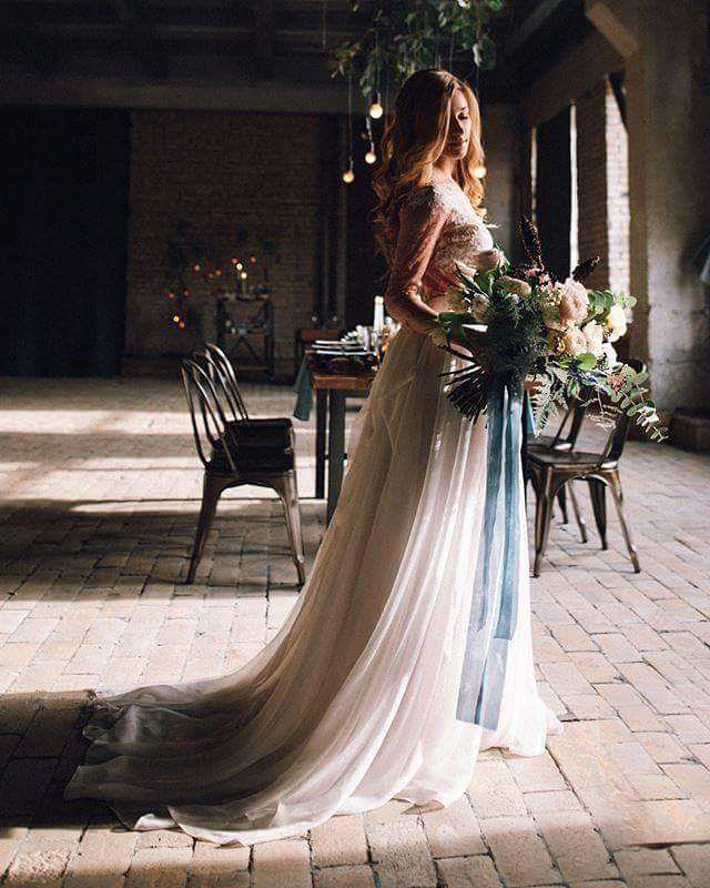 Наша невеста выбрала платье #RosyIrisdress для своей свадьбы в стиле лофт. Драматичный антураж, простой романтический образ и нежность в избытке...как вам такое сочетание?  Photo by @pastuhvadim #weddingdress #weddings #dress #gown #blushweddingdress #loftwedding #fineart #featuremeoncewed #featurememagrouge #everydayIBT #loveauthentic #loveintentionally #платье #сукня #весільнасукня #madeinukraine #купуйукраїнське