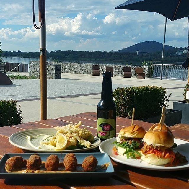 Well, this would do quite nicely right about now! Instagrammer @nadiamcphoto enjoyed this delicious dining experience with water views at @waltandburley on the Kingston Foreshore. #visitcanberra #restaurantaustralia