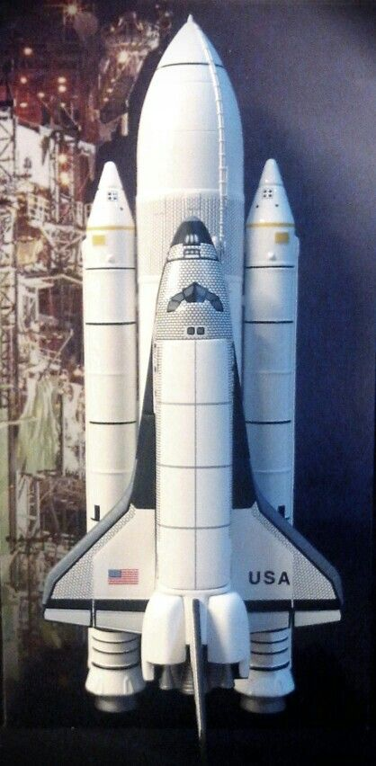 1/400 Space Shuttle Columbia. The configuration depicting STS-1. The first flight of this Orbiter. Nicely executed by Dragon.