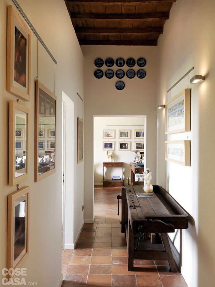 Ritorno al passato per l'abitazione tradizionale con pavimenti in cotto e soffitti decorati.