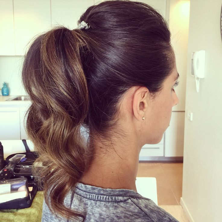 Relaxed textured Ponytail. Great for a wedding, party or any social event!