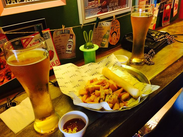i do like that kind of things with ma close friends~~ beer, french fries and that atmosphere etc.