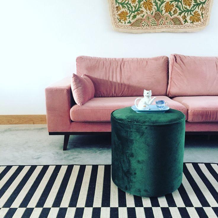 velvet pink and green, cocrete floor, striped rug, concrete floor. #interior