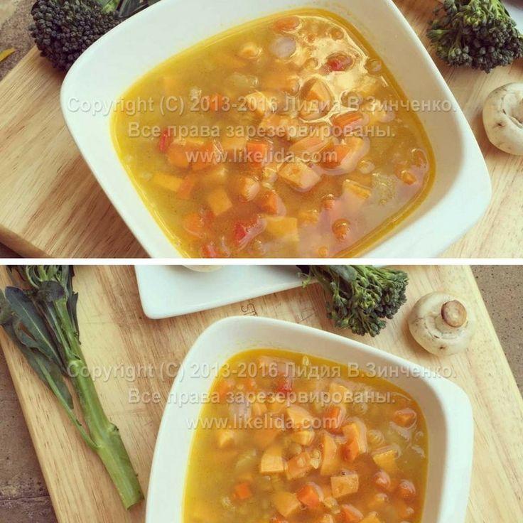 СУП ИЗ КРАСНОЙ ЧЕЧЕВИЦЫ С ЯБЛОКОМ (ВЕГАНСКИЙ)      Сегодня мы готовим чудесный и очень необычный суп.      Зная то, как Вам нравятся мои рецепты супов, в этот раз я решила придумать для Вас что-то особенное: чечевичный суп с яблоком.      Если обычно яблоко в таких рецептах присутствует в виде пюре, то здесь я оставляю его в виде кусочков.      Очень нежно и необычно! Сладкую картошку можно заменить на тыкву, если первой нет в наличии.      Чуть сладкий, сытный.      Красная чечевица гораздо…