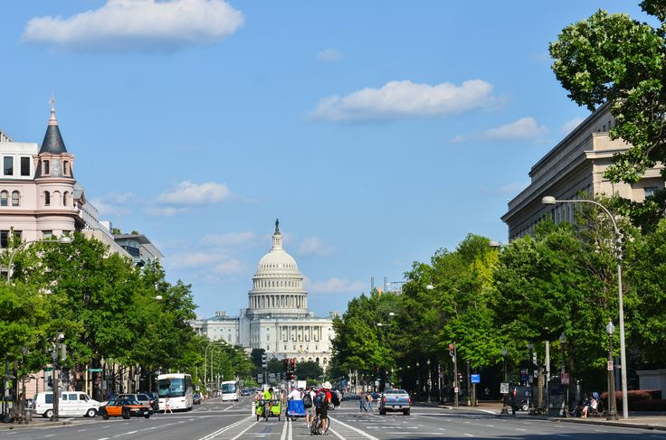Washington har så mange spændende bygninger, der vidner om USA's historie. Det Hvide hus ligger her i hovedstaden, og du kan også opleve The Pentagon, Jefferson Memorial, Lincoln Memorial, Washington Monument og selvfølgelig Kongressen på Capitol Hill.