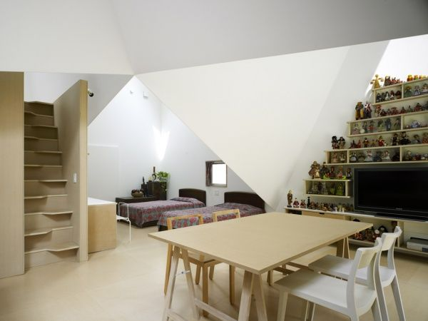 roof creating spaces  (+ stairs!)
