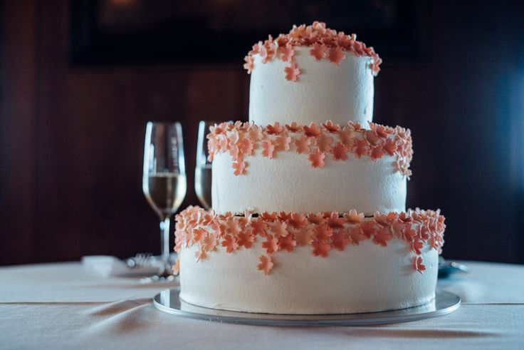 Cherry blossom wedding cake from Satura Cakes.