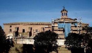 Sus orígenes son lejanos, ya que hay que remontarse a 16º5, cuando el obispo de Zaragoza don Tomás de Borja accede a que los franciscanos funden un convento en la localidad bajo la advocación de San Lorenzo, dada la devoción hacia el mártir aragonés.