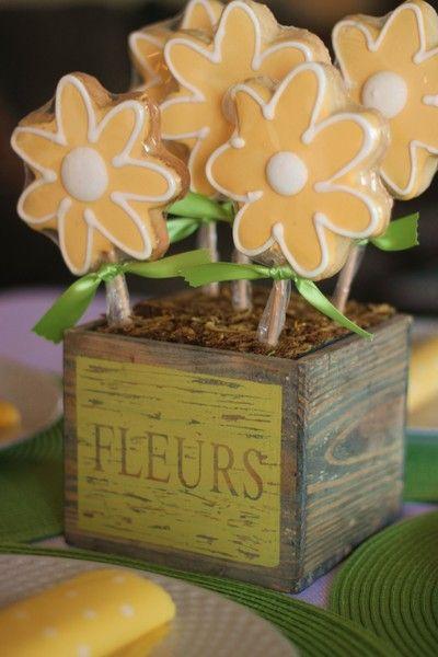 Dessert that doubles as a fabulous center piece.: Cookies Bouquets, Favorite Things Party, Flower Cookies, Cookies Flower, Spring Parties, Center Pieces For Kids Parties, Color Theme, Favorite Things Parties, Cookies Favors