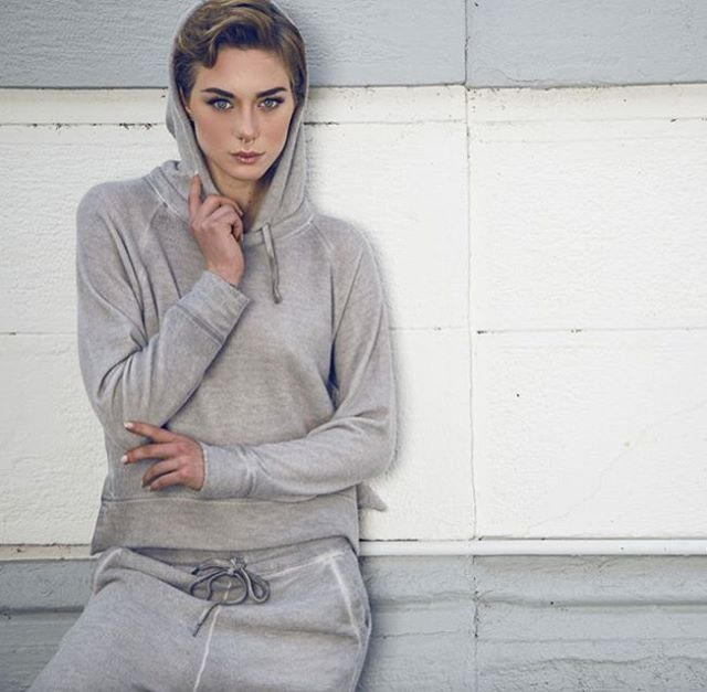 Super soft cashmere fleece with a unique vintage aspect. Model: @elenabonamico  Ph: @iconize  #120percento #120lino #120 #elenabonamico #model #fashion #iconize #ph #fashion #outfit #ootd #fashionblogger #cashmere #fleece #saturday #mood #winter #grey #soft