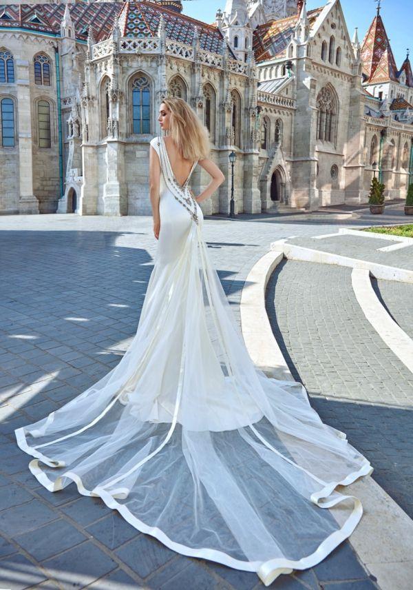 Imagen 110 Sensual y femenino traje de novia con espalda descubierta y larga…