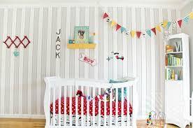 Aquí te dejamos algunas ideas DIY muy fáciles para decorar la habitación del bebé. Para más ideas económicas y para todo lo que necesites conocer sobre el embarazo y la paternidad, no dudes en visitar nuestra página web.