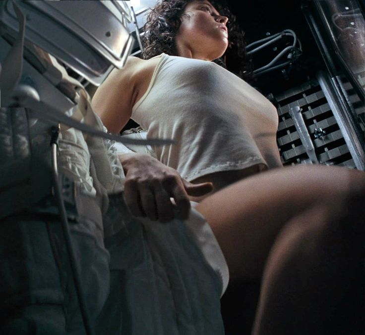 Ripley Looking Sexy In Alien Ill Be In My Bunk  Sexy -7724