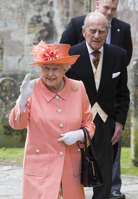 Kuningatar Elisabet ja prinssi Philip viihtyivät juhlissa.