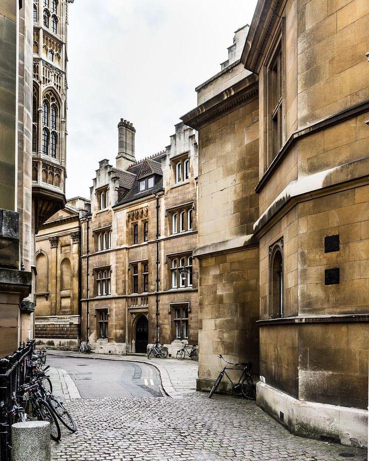 A pretty street with historic architecture in Cambridge, England  #cambridge #cambridgeuniversity #england #uk #architecture