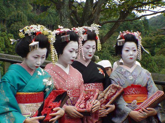 Geishas | Kostüm-Idee für Gruppen zu Karneval, Halloween & Fasching