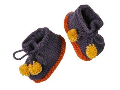 Pour faire pattes de velours, ces chaussons présentés dans le n° de janvier-février 2014 d'Enfant Magazine misent sur une semelle au point mousse et des lacets à pompons.